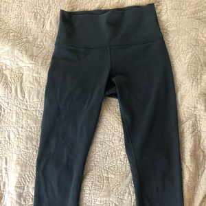 Lululemon navy cropped wunder under size 6